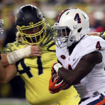 Taquan Mizzell (4) touched the ball 12 times on offense in Virginia's 44-26 loss at Oregon. (AP Photo)