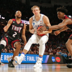 Luke Kennard splits defenders