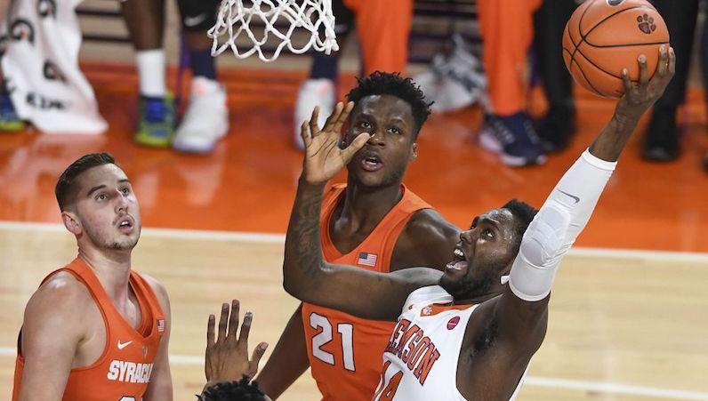Elijah Thomas rebounds