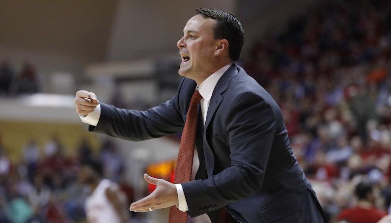 Archie Miller coaches