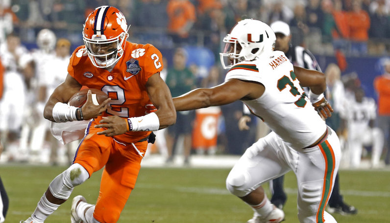 Kelly Bryant runs