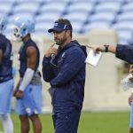 Larry Fedora watches