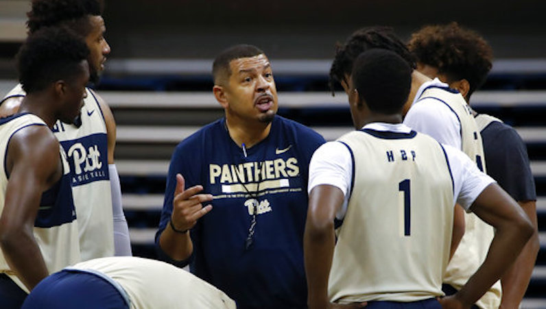 Jeff Capel instructs