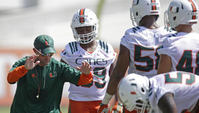 Manny Diaz instructs