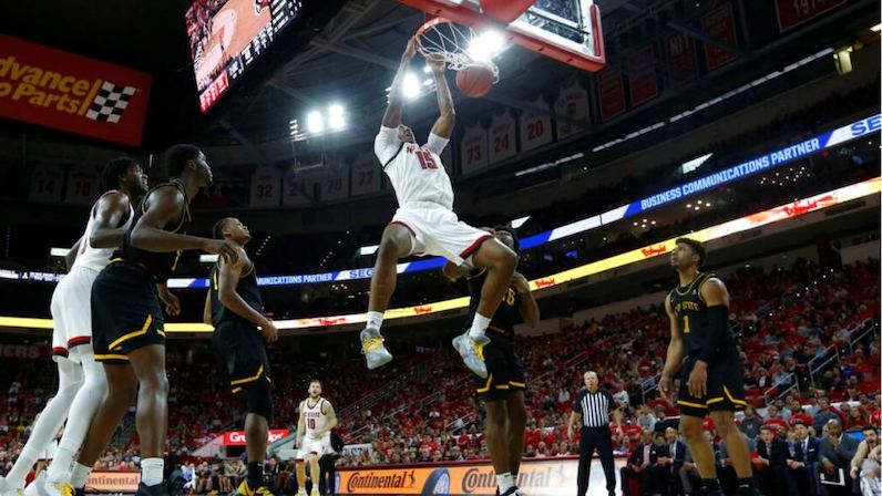 Manny Bates dunks